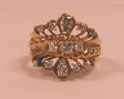 510A: 14KT GOLD & DIAMOND RING