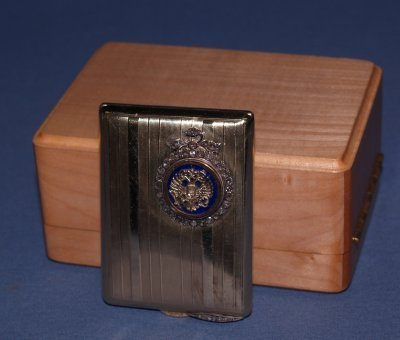 511: GOLD, EMERALD & DIAMOND SNUFF BOX