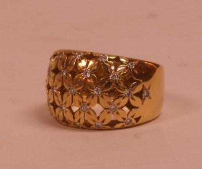 513A: 18KT GOLD & DIAMOND RING