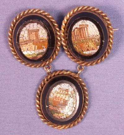 515: MICROMOSAIC PIN SET IN GOLD