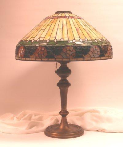 1040: Tiffany Style Lamp Shade & Base