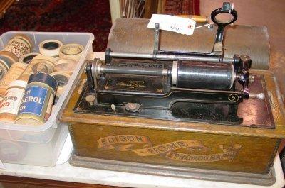 1078: Edison Home Phonograph Cylinder Victrola