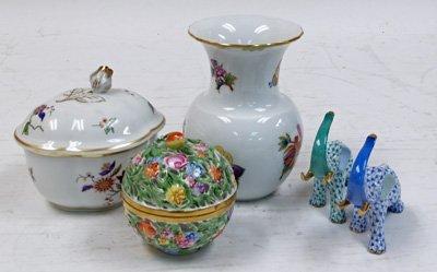 18: Lot of assorted porcelain pieces
