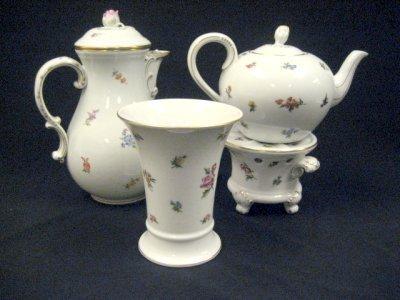 29: Teapot. Meissen pitcher & Hutchenreuther Vase