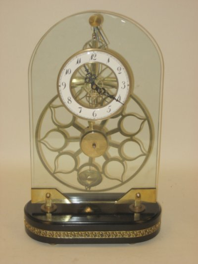 1056: Glass board clock