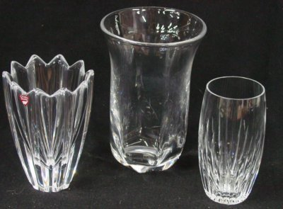 9: Group lot three pieces of glass