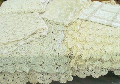 12: Group lot seven bed spreads
