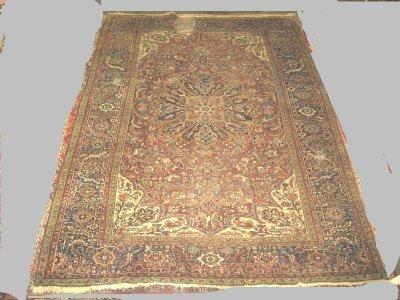605: Semi-antique Heriz rug Ca. 1930's
