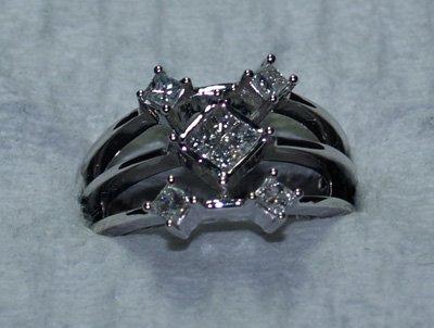 608: 14kt white gold & diamond modern design ring