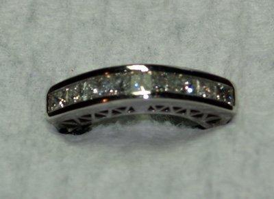609: 14kt white gold band of diamonds