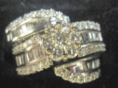616: White gold & diamond ring with insert