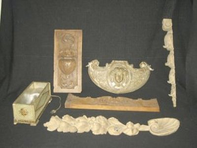 607: Assorted lot of hand carved wood carvings