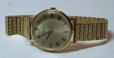 619: 18kt gold Universal Geneve men's watch