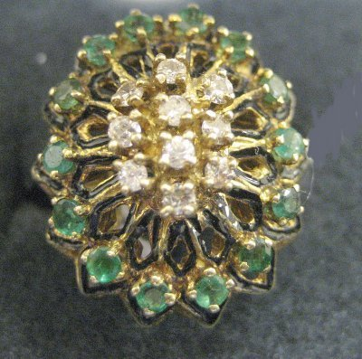 1015A: 14kt yellow gold, diamond & emerald ring