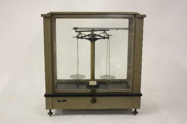 17: Jewelry scale with weights