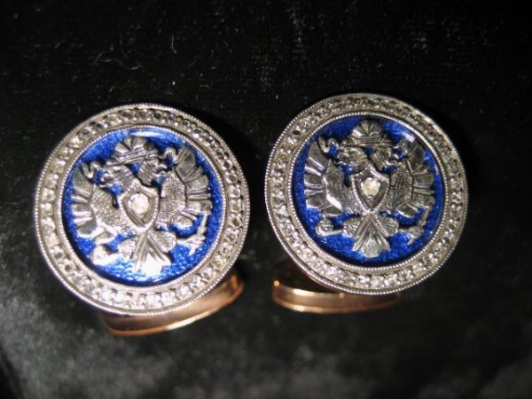 563: Pair 14kt cufflinks in the manner of Faberge