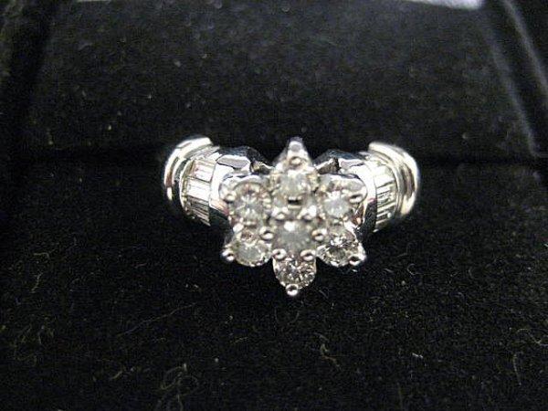 554: White gold & diamond ring