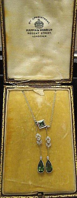 560: Emerald & diamond lavalier