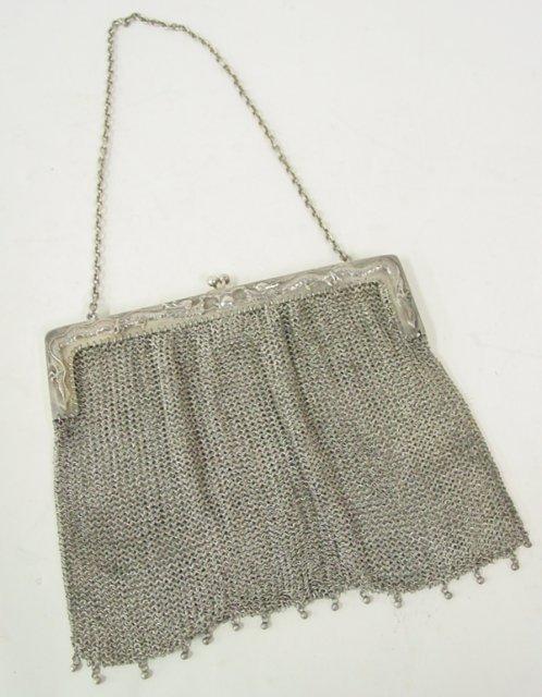 567: Chinese silver framed mesh ladies bag