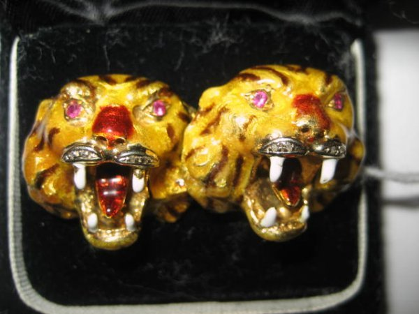 553: Pair 18kt gold & enamelled cufflinks with tiger fa