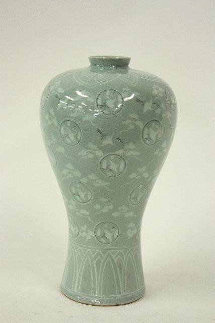 573: 20th c. porcelain Korean Vase