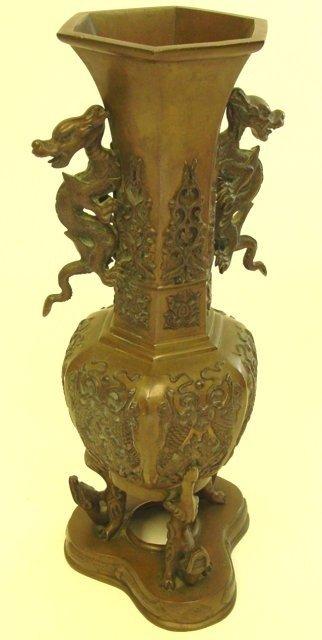 16: Chinese bronze vase