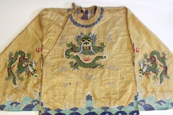 23: Old Chinese embroidered silk robe - 2