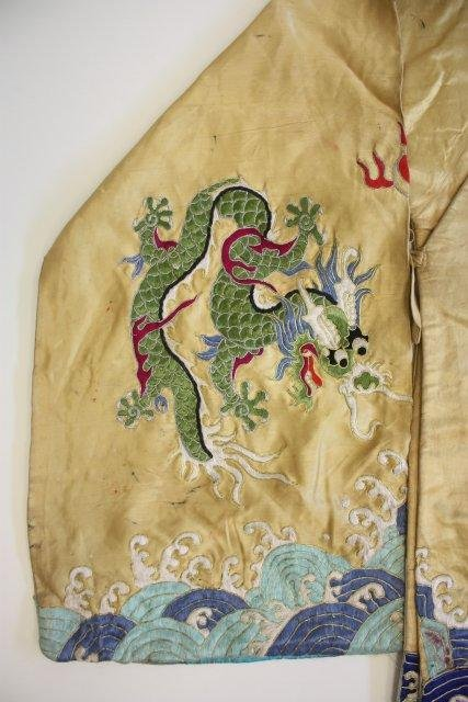 23: Old Chinese embroidered silk robe - 3