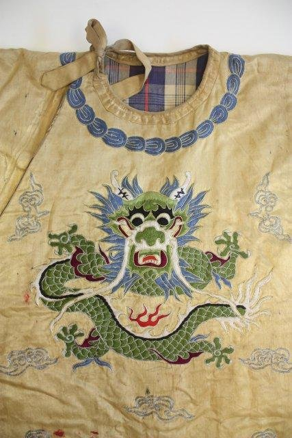 23: Old Chinese embroidered silk robe - 4