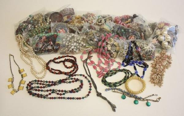 521: Lot of costume jewelry
