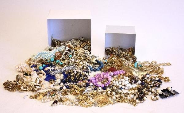 500A: Lot of costume jewelry