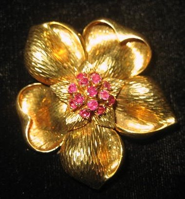 510: 18kt yellow gold & ruby Tiffany & co. pin