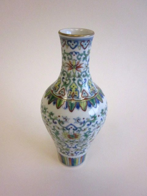 15: Chinese floral vase