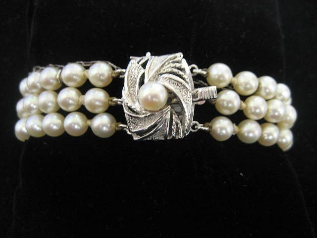 1503A: Triple strand pearl bracelet with silver clasp