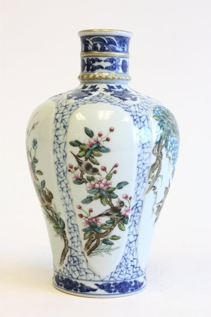 1650: Rare Imperial Kyle of Qianglong Meiping vase