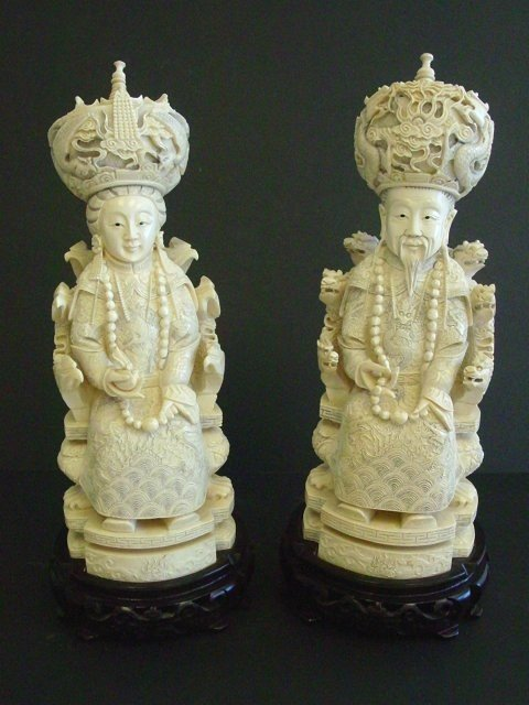 1029: Ivory carved King & Queen on wooden stand