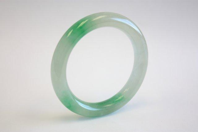 1103: Green jade bracelet