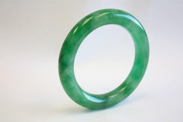 1104: Dark green jade bracelet