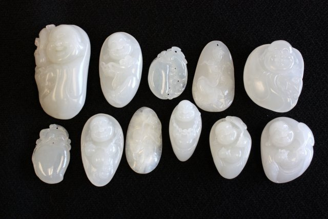 1115: 11 Pieces white jade carved pendants