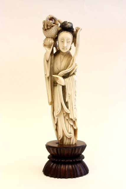 371: 19th c. Chinese carved ivory lady on wood base