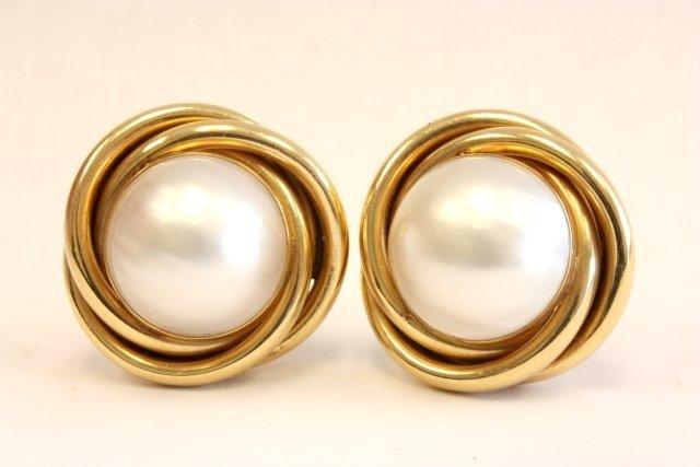 516: Pair 14kt gold & pearl earrings