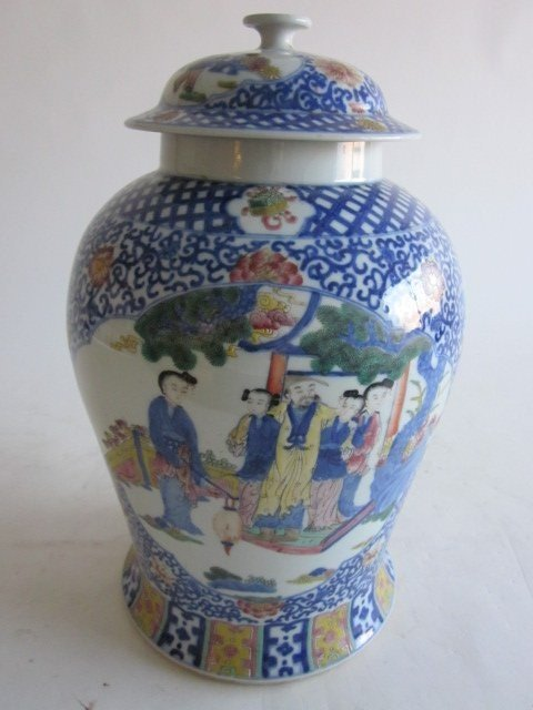 533: Qianglong Famille Rose Verte jar with figures