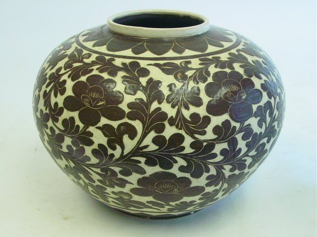 8: Czhou Ware Sgraffiato brown glaze porcelain pot
