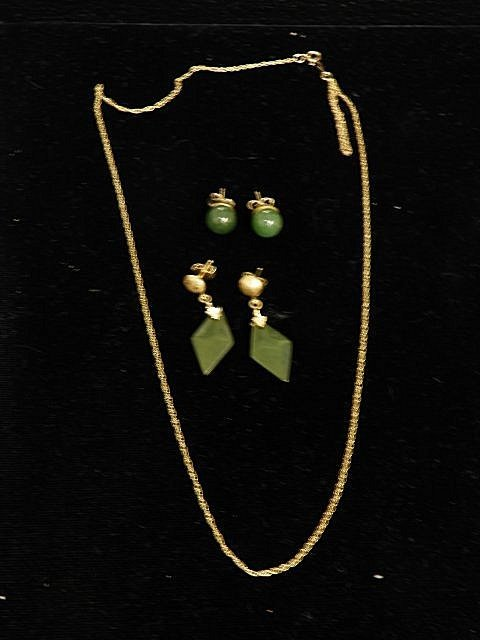 601A: 2 pair jade earrings & 14kt gold chain