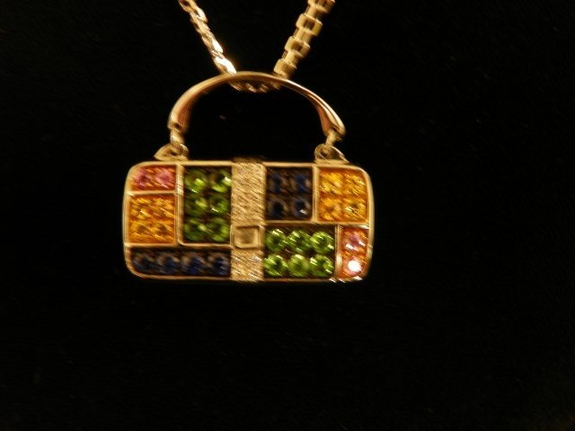 607: 18kt gold pendant on gold chain