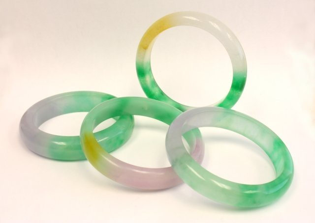 1200: 4 jade bracelets