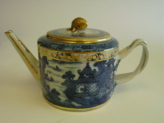1423A: Chinese porcelain teapot