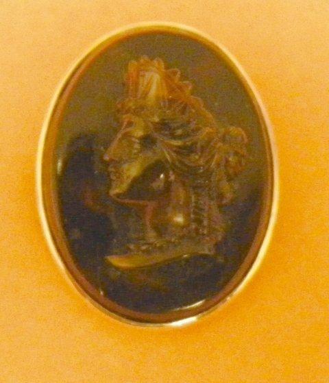 602: Antique gold & sulphite pin