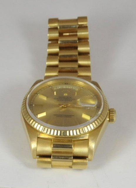 1013: 18kt yellow gold men's Rolex watch