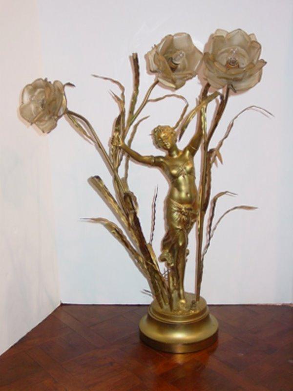 541: GILT METAL ART NOUVEAU FLORAL LAMP